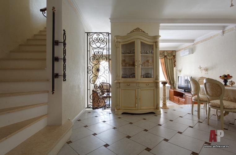 Фото интерьера лестницы дома в стиле