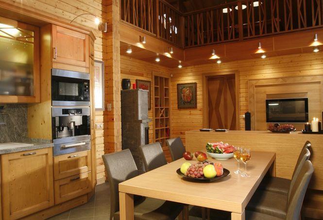 Дизайн кухонь в коттеджах