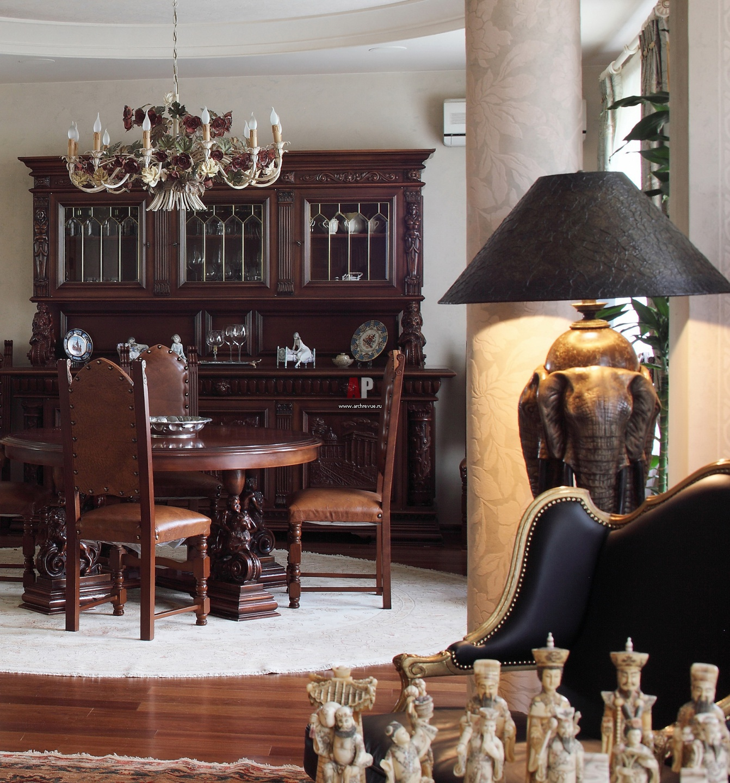 Фото интерьера гостиной с колоннами