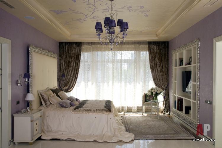 Фото интерьера спальни в стиле гламур.