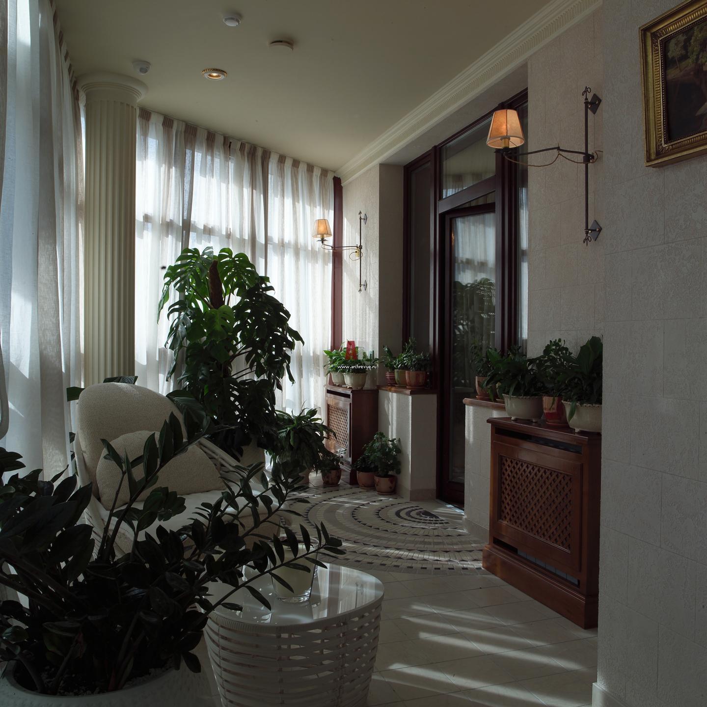 Фото интерьера лоджии квартиры в классическом стиле.