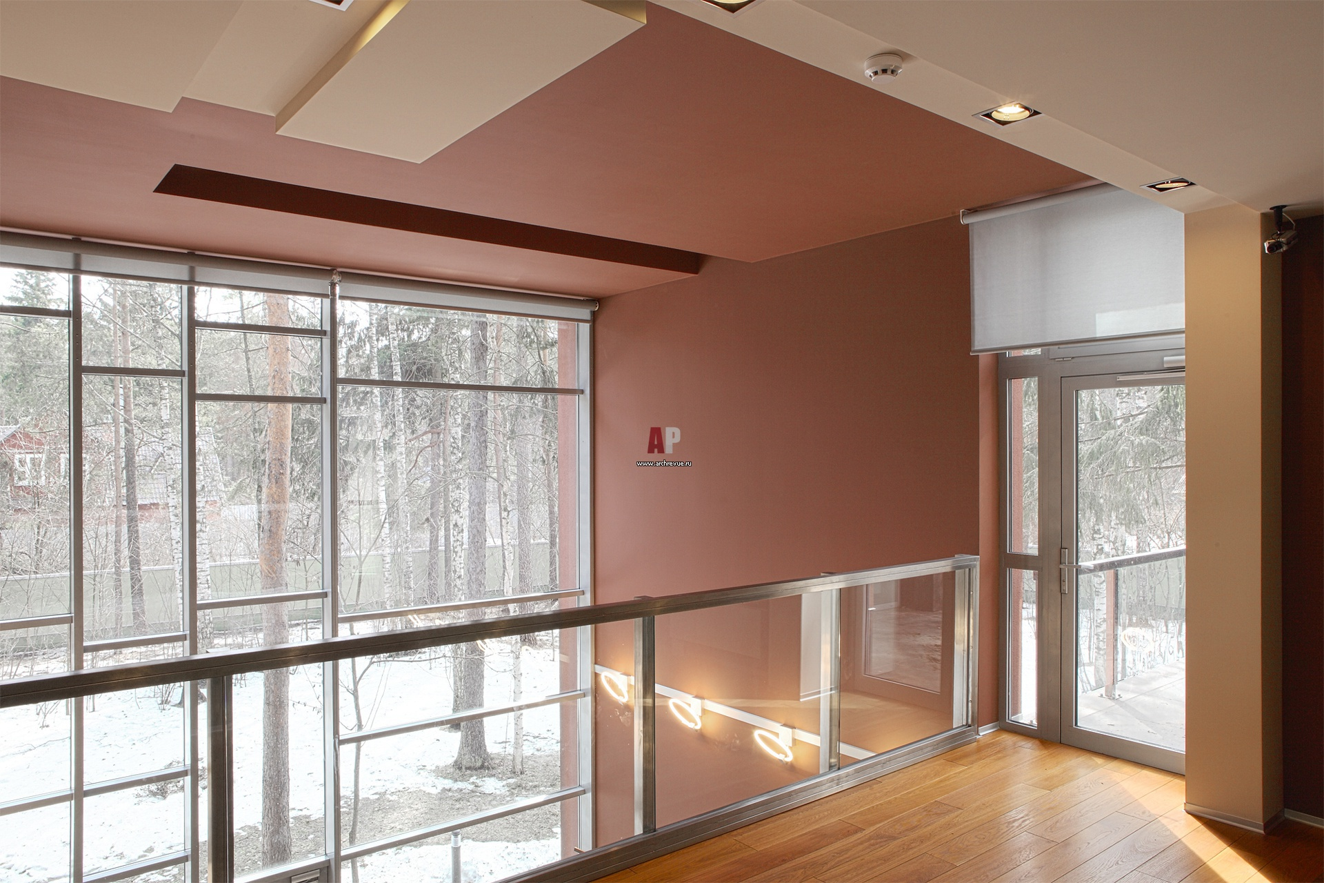 Фото интерьера балкона дома в стиле минимализм.