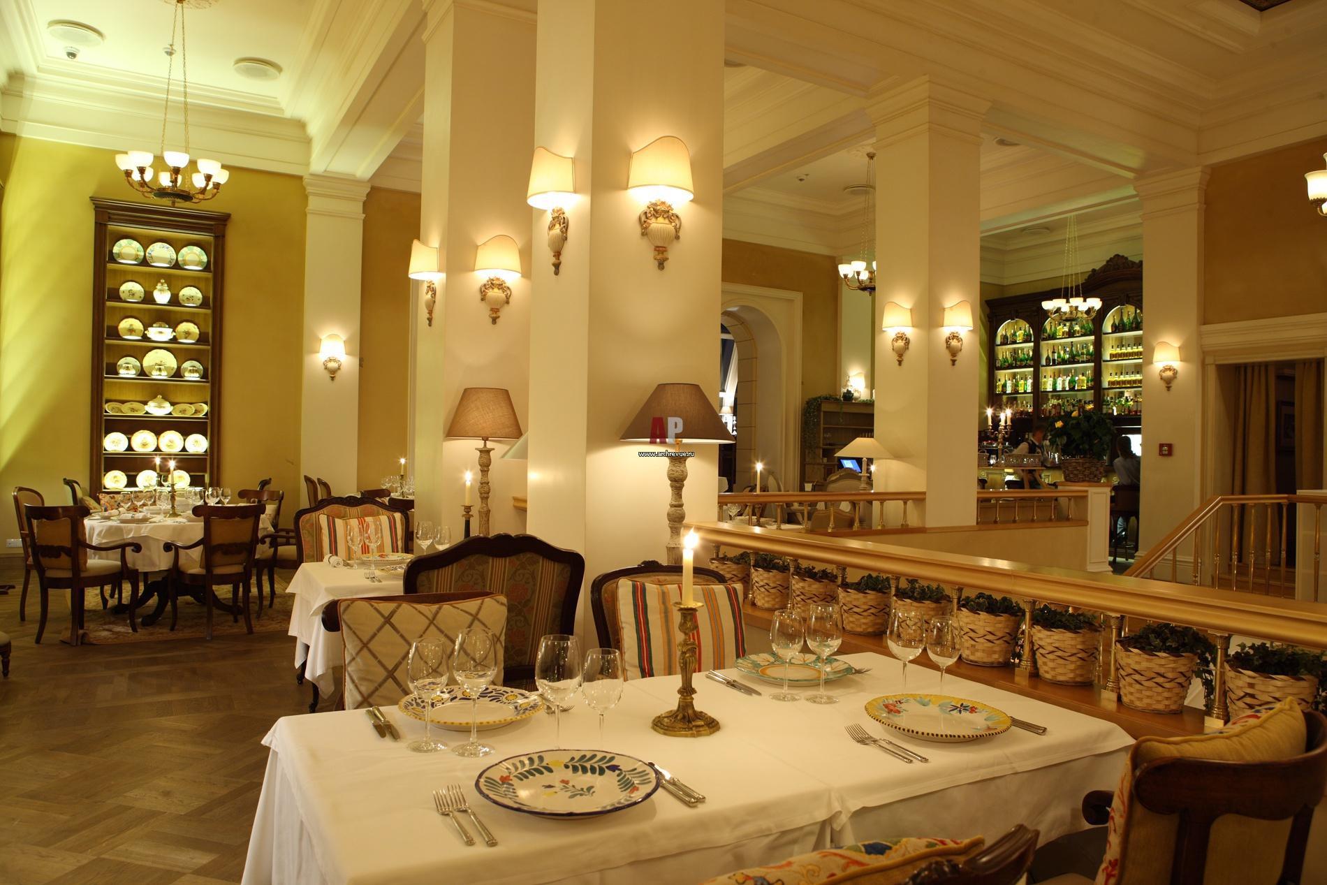 Интерьер зала ресторана в классике