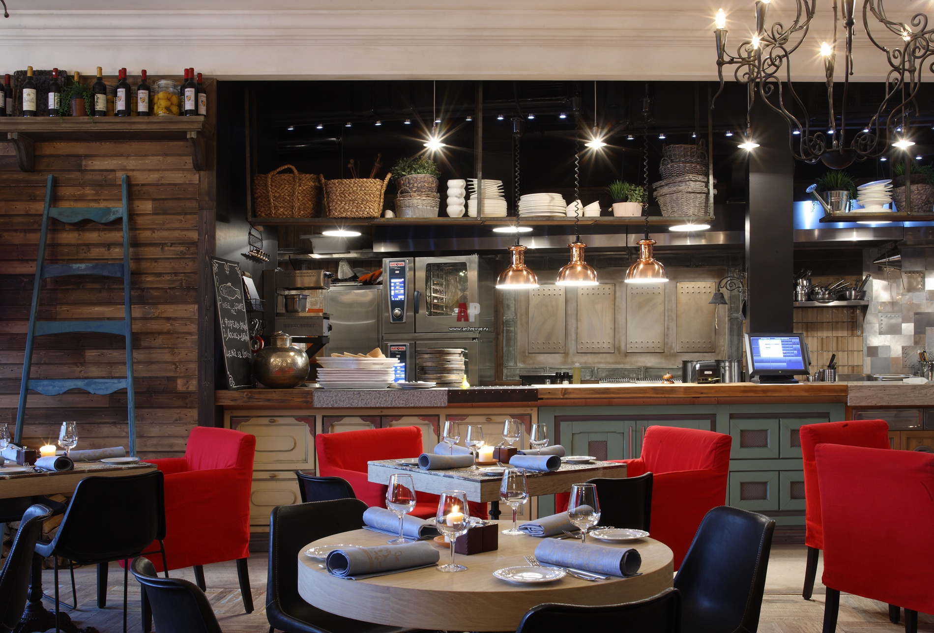 Интерьер кухни ресторана кафе