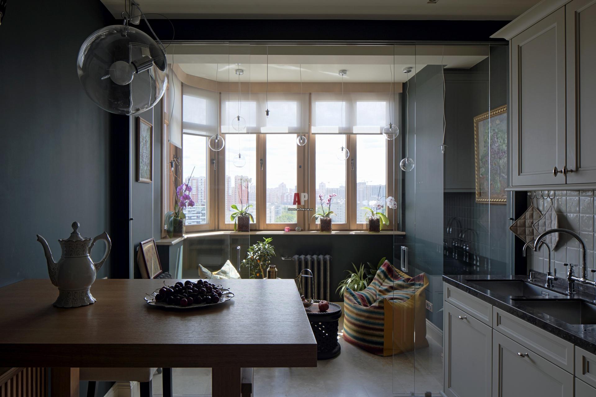 Современный интерьер трехкомнатной квартиры для молодой семь.