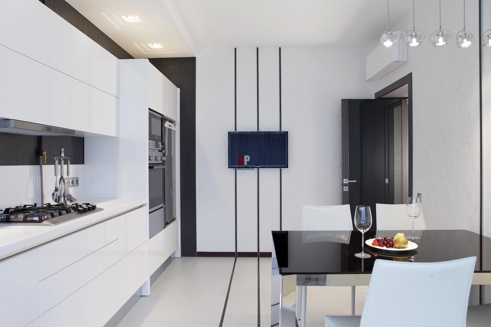 Минималистичный трехэтажный танухаус