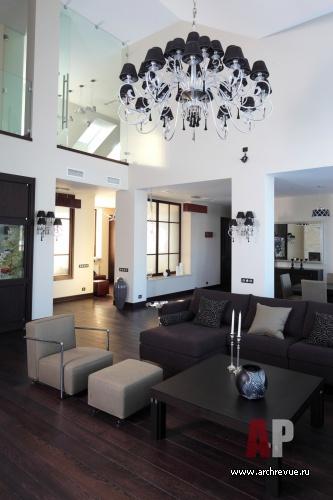 Интерьер двухсветной гостиной в стиле