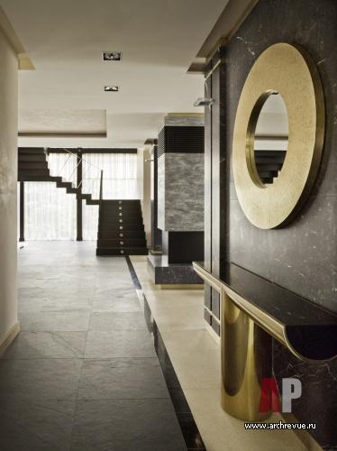 Фото интерьера лестничного холла дома