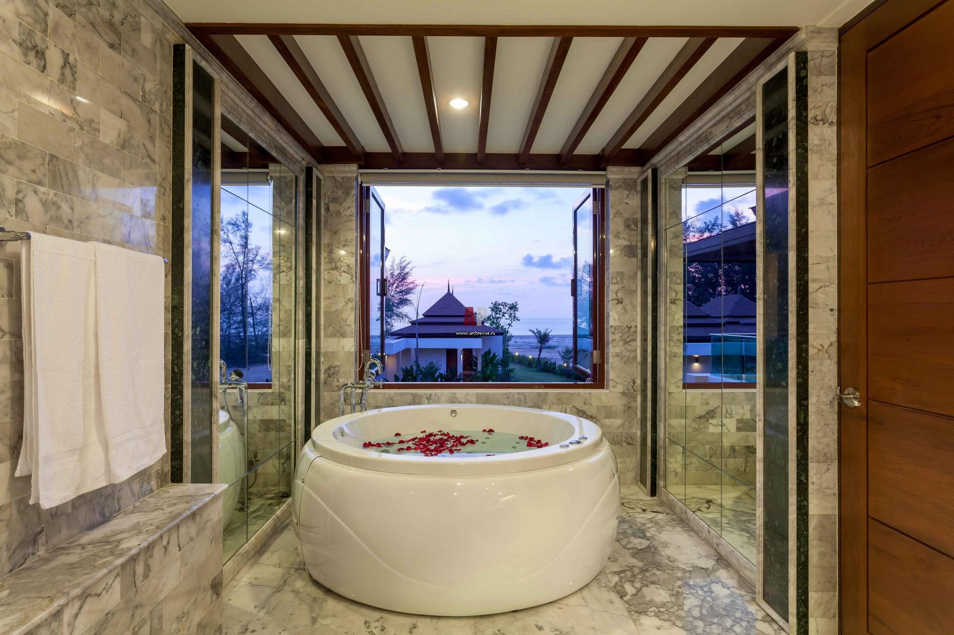 Отделка ванной комнаты мрамором.