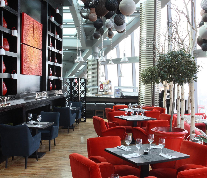 красный цвет зала ресторана фото саид