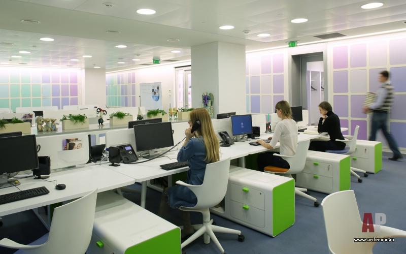 Фото интерьера рабочей зоны офиса в
