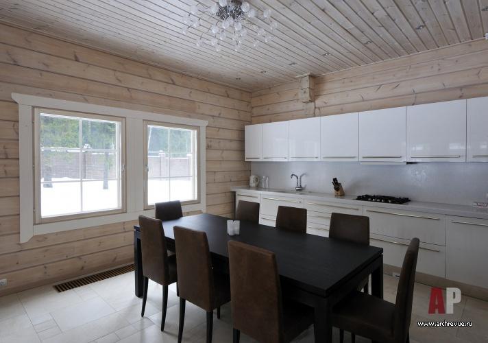 интерьер кухни в деревянном доме из бруса фото