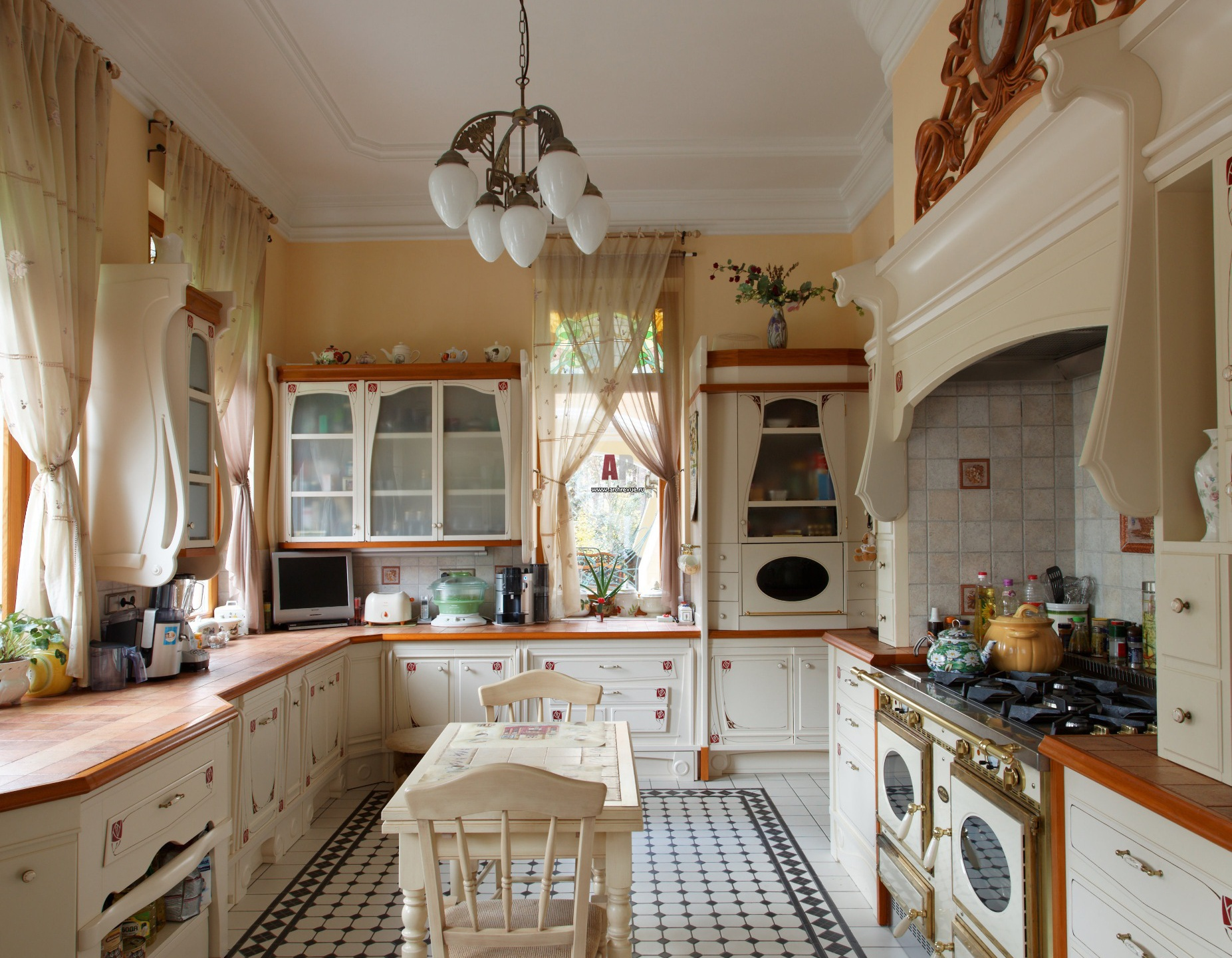 Интерьеры кухонь плитка
