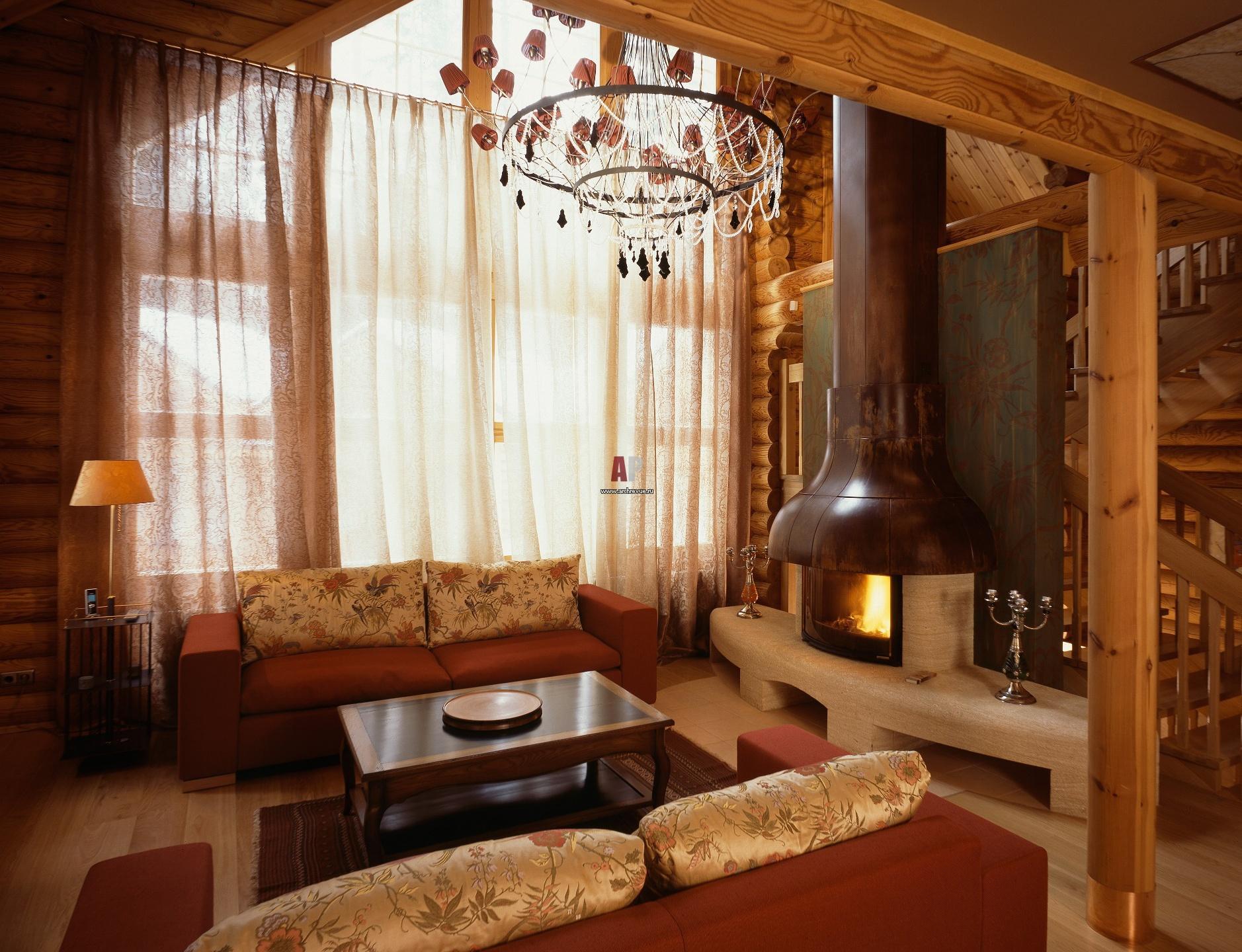 Интерьер зал деревянного дома