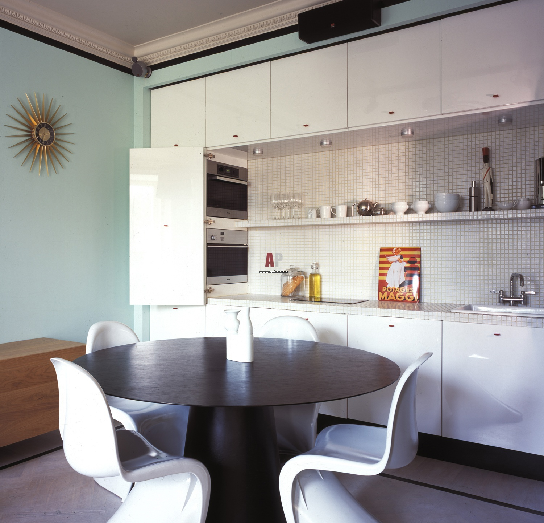 С лакированными фасадами кухни икеа
