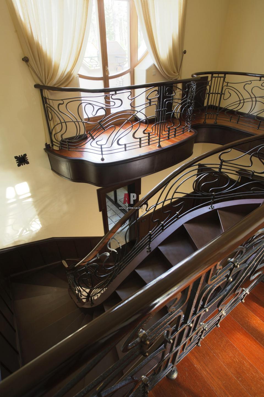 Фото интерьера балкона дома в стиле модерн.