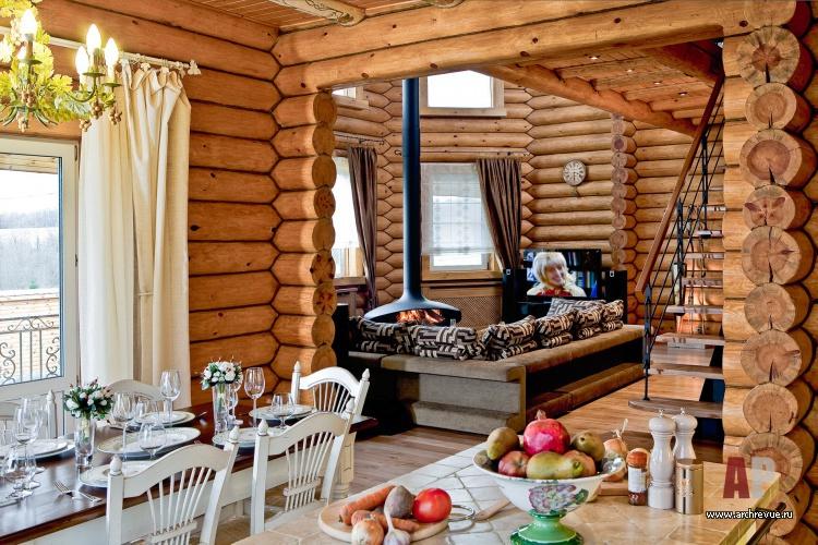 Интерьера столовой деревянного дома в