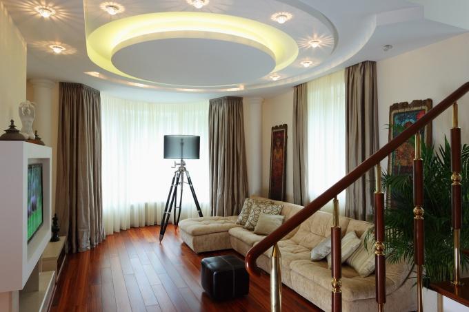 Дизайн гостиной в частном доме с эркером фото