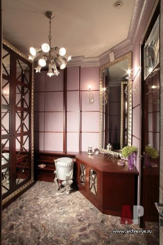 «В геометрическом плане интерьер гостиной в стиле арт деко поражает полным отсутствием плавных линий и обилием острых углов, а также резкой контрастностью, затейливым образом перемежающейся с абстракцией»