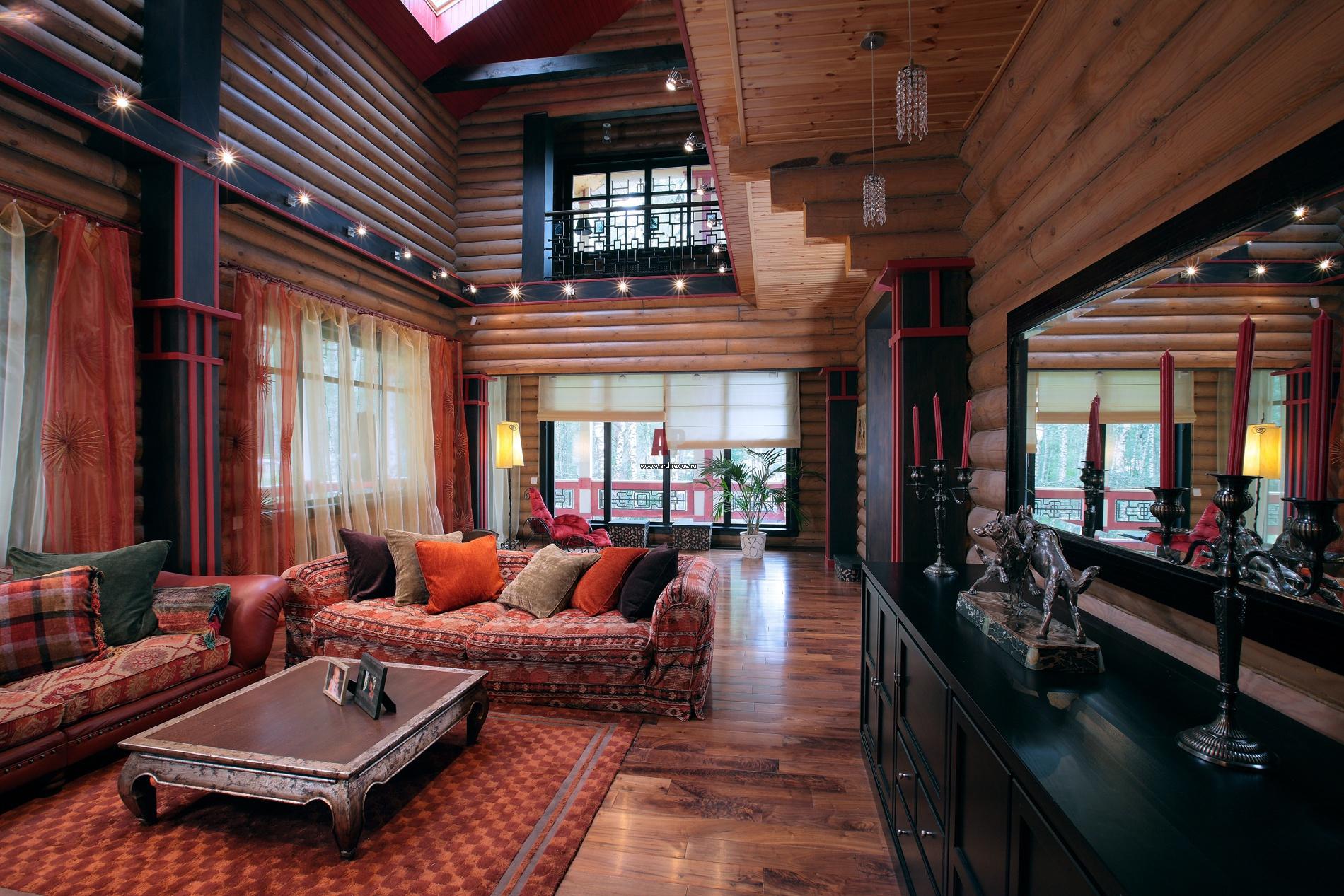 Дом из оцилиндрованного бревна с верандами.