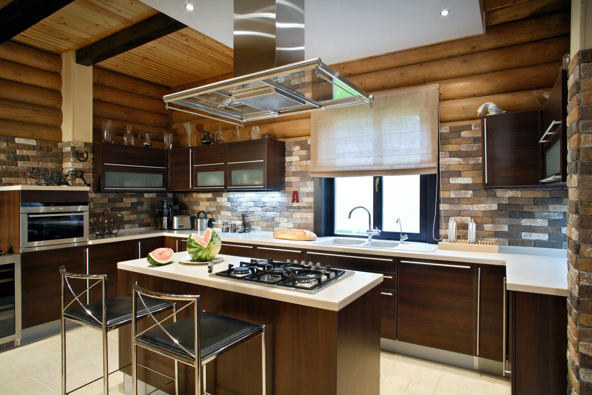Фото интерьера деревянного дома из оцилиндрованного бревна 90