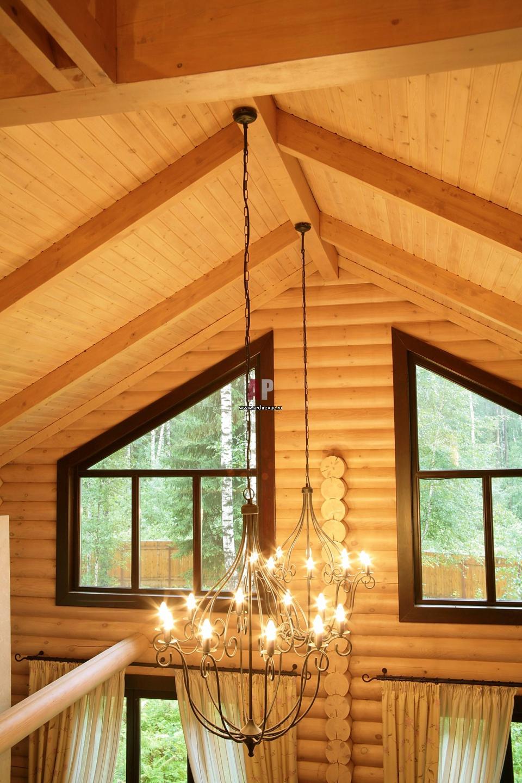 Дизайн окна в деревянном доме