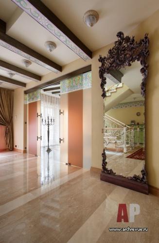 Входная зона стеклянные двери в доме
